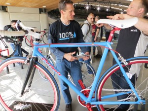 10speed's Dan Thisdell admires bike built by pupil